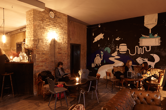 Twinpigs Bar Berlin Neukölln Wandgestaltung von Inga Israel
